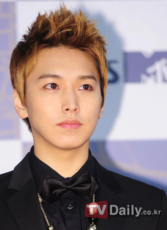http://shinningsuju.files.wordpress.com/2011/12/1208.jpg