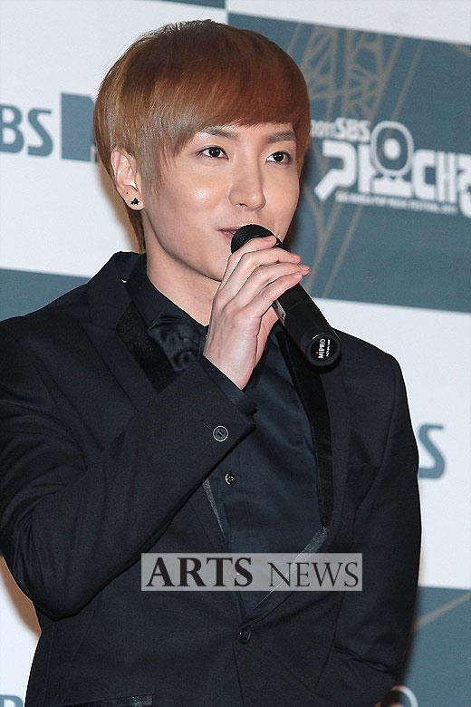 http://shinningsuju.files.wordpress.com/2011/12/1209.jpg