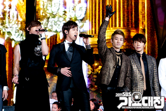 http://shinningsuju.files.wordpress.com/2011/12/1213.jpg