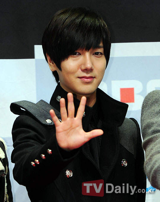 http://shinningsuju.files.wordpress.com/2011/12/s62.jpg