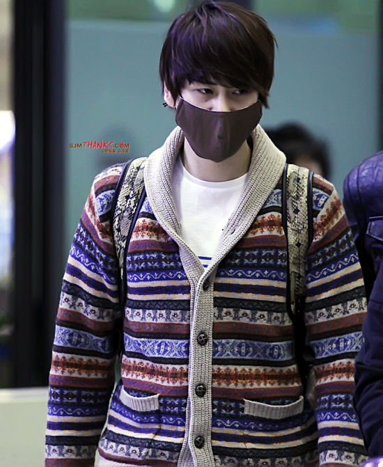 130306-kyuhyun-at-incheon-airport-from-bangkok-by-sjm-thanks-2