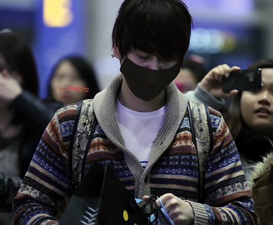 130306-kyuhyun-at-incheon-airport-from-bangkok-by-sjm-thanks-3