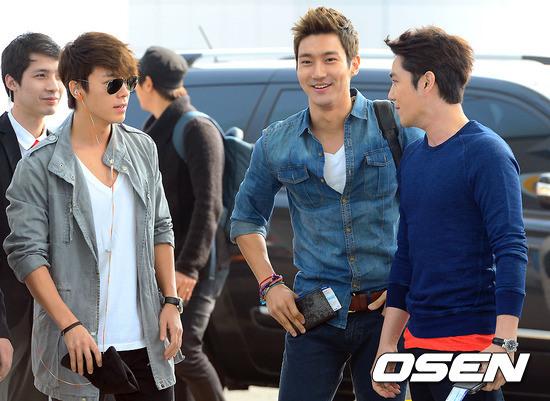 130308-super-junior-at-incheon-airport-to-jakarta-12