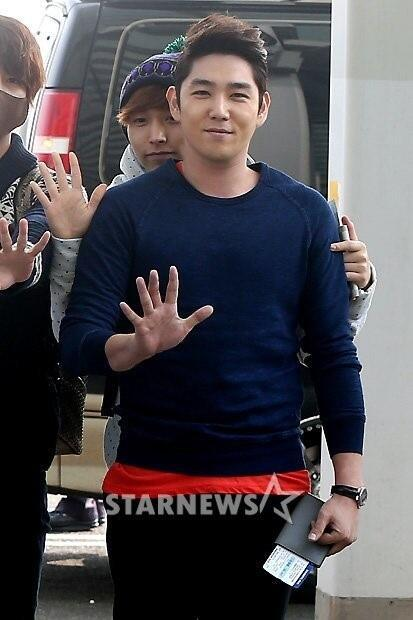 130308-super-junior-at-incheon-airport-to-jakarta-21