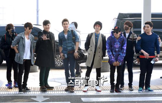 130308-super-junior-at-incheon-airport-to-jakarta-29