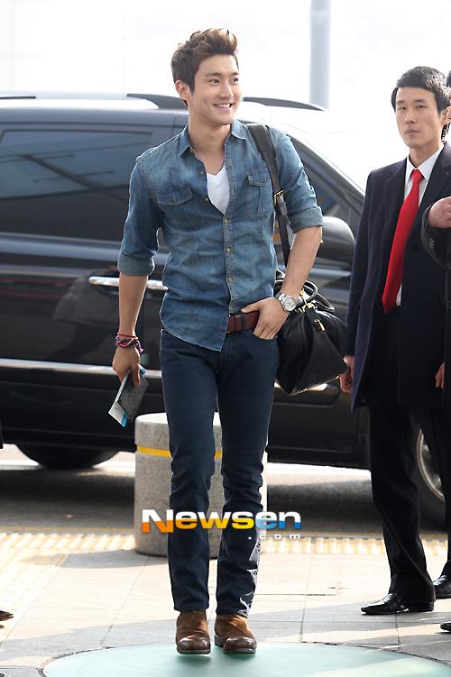 130308-super-junior-at-incheon-airport-to-jakarta-4
