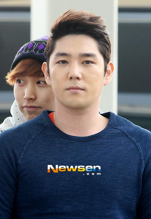 130308-super-junior-at-incheon-airport-to-jakarta-5