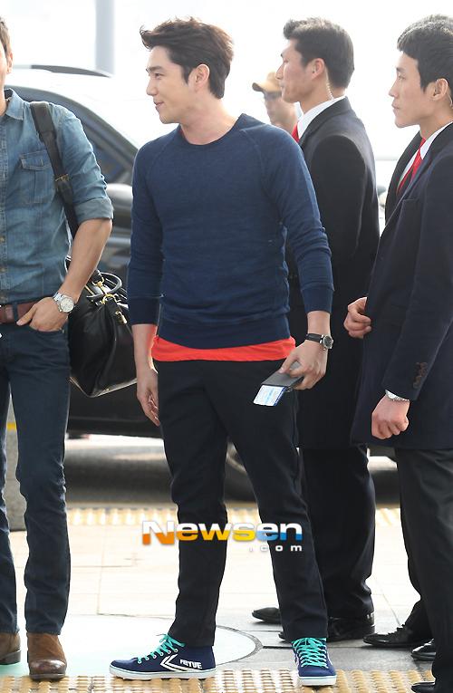 130308-super-junior-at-incheon-airport-to-jakarta-8