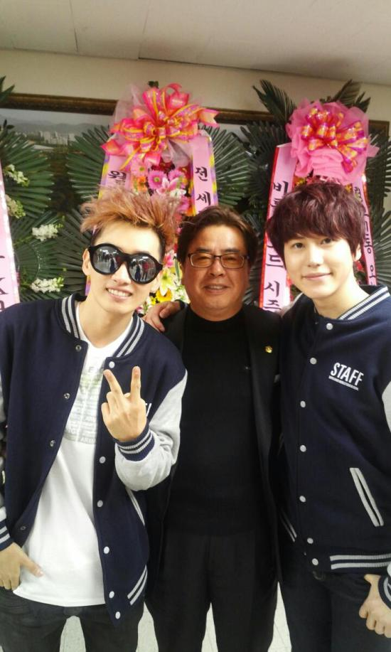 130324-kyuhyuns-dad-with-sj