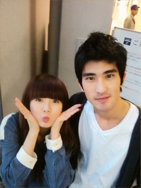 20101210_hyuna_jintaek_1
