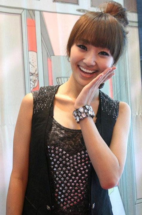 Hyorin-Sistar-Smile