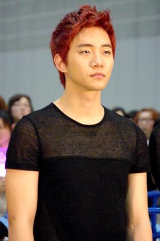 2pm-junho-red-hair