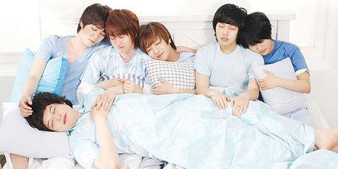 gaya-tidur-unik-10-seleb-korea-favoritm-668a36